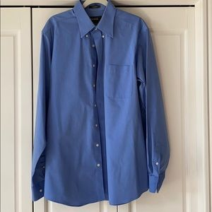 Eddie Bauer men's button down blue shirt.